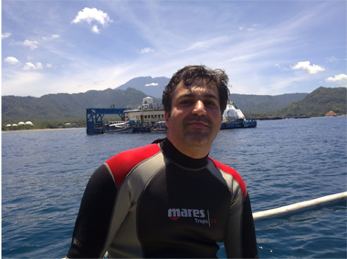 Reza Hakimpanah - Best Dive Job in the World 2012